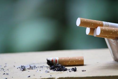 Hút thuốc lá gây ung thư như thế nào?